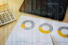 在真正技术屏幕上的财政股市仪表板 免版税图库摄影