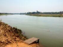 在着陆口岸的轮渡在阿瓦村庄  免版税图库摄影