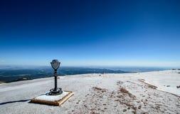 在矛峰顶山顶的塔观察者  免版税库存图片