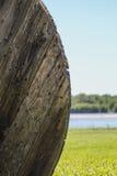 在短管轴的被风化的木头 库存图片