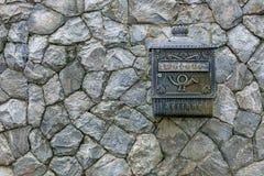 在石墙石墙纹理的邮箱 库存图片