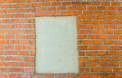 在石墙背景的空白的照片框架 库存照片