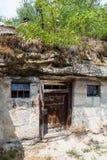 在石头雕刻的独特的房子 Brhlovce村庄, Slocakia 库存照片