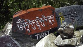 在石板材雕刻的梵语字符 股票录像