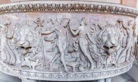 在石棺的古老罗马安心在梵蒂冈博物馆 免版税库存照片