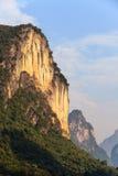 在石灰石小山的日出 图库摄影