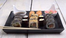 在石盘子的寿司 免版税库存照片