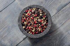 在石碗的胡椒混合 免版税库存照片