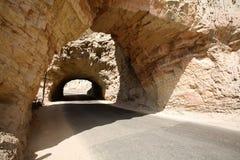 在石头下的隧道 库存图片