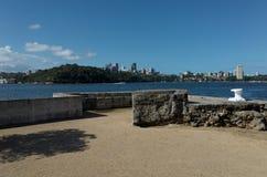在石碴点公园悉尼的防波堤和大厦废墟 免版税库存照片