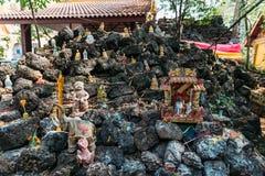 在石头的亚洲精神玩偶在老挝寺庙在万象,老挝 免版税库存图片