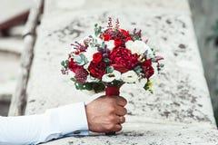 在石头的婚礼花束 免版税库存图片
