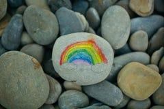 在石头绘的彩虹 库存图片