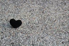 在石头的黑心脏 图库摄影