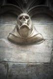 在石头的头骨细节在大教堂外部 免版税库存照片
