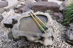 在石头的水 免版税图库摄影