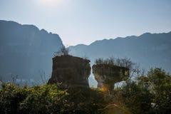 在石头附近的夷陵,湖北长江三峡Dengying空白 免版税图库摄影