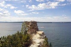 在矿工岩石的看法在苏必利尔湖,密执安防御 库存照片