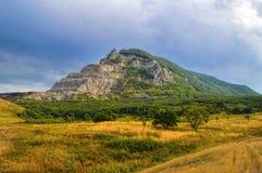 在矿水城镇,高加索,俄罗斯附近的山Zmeyka 库存图片