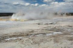 在矿物平原的涌出的喷泉 免版税库存图片