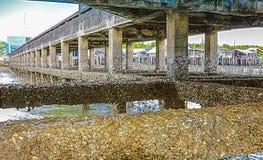 在码头下在禁令山姆渔村 免版税库存照片