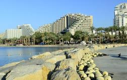 在码头和沙滩的视图在埃拉特 免版税图库摄影