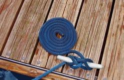 在码头的一条绳索 图库摄影