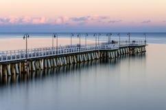 在码头的喜怒无常的微明在波罗的海的格丁尼亚orlowo在波兰 库存照片