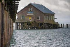 在码头的多暴风雨的天气在加里波第俄勒冈结束 库存照片