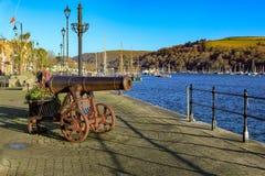 在码头的大炮在达特矛斯德文郡英国 库存图片