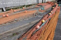在码头的捕鱼网 免版税库存图片