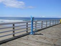 在码头的望远镜在Pismo海滩 图库摄影