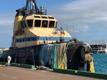 在码头的老小船 免版税图库摄影