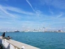 在码头的4月早午餐! 库存照片