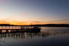 在码头的Colorfull日落 Masuria,波兰 库存照片