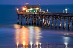在码头的Tiki棒,可可粉海滩 库存照片