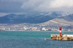 在码头附近的小船 免版税库存照片