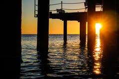 在码头之下的日出 图库摄影