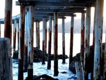 在码头之下 免版税库存图片