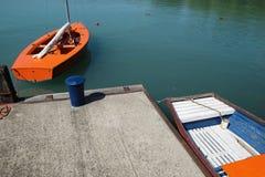在码头的两条小船 免版税库存图片
