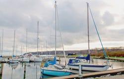 在码头的两条游艇 免版税库存照片