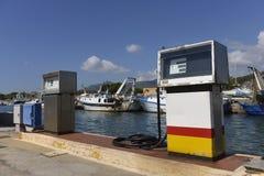 在码头的加油站 图库摄影