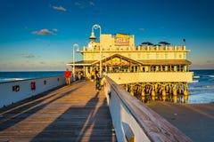 在码头的晚上光在Daytona海滩,佛罗里达 库存图片