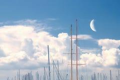 在码头的月亮 库存照片