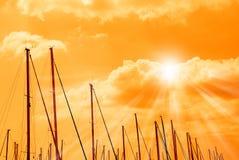 在码头的橙色天空 免版税库存图片