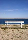 在码头的空的长凳 库存照片
