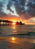 在码头的那不勒斯佛罗里达日落 免版税图库摄影