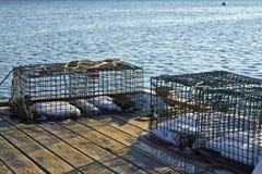 在码头的龙虾陷井在清早点燃 免版税库存照片