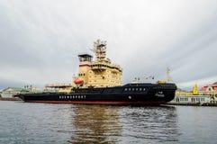 在码头的破冰船莫斯科在内娃 库存照片