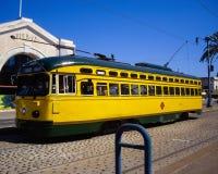 在码头15的黄色电车在旧金山,加利福尼亚美国 免版税库存照片